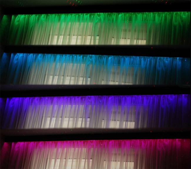Если применять ленту RGB, расцветку можно изменить в любой момент по желанию.