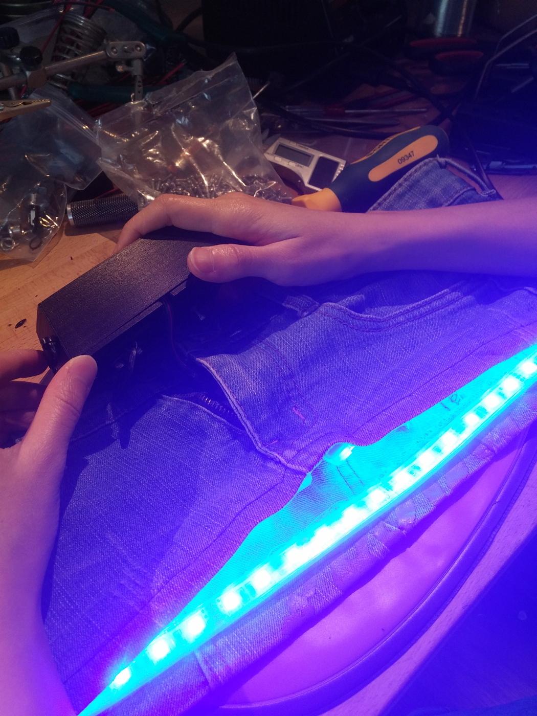 В Японии входят в моду мини-юбки с подсветкой