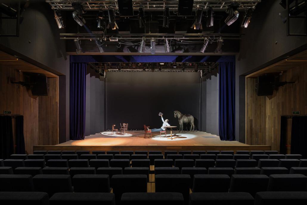 teatr-na-podole-ot-drozdovpartners-v-kieve-foto7