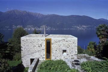 Дом в Скаиано на склоне в Швейцарии