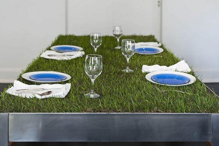 7. Стол-пикник с живой травой