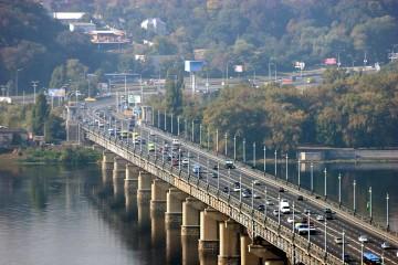Состояние опор моста Патона вызывает опасения