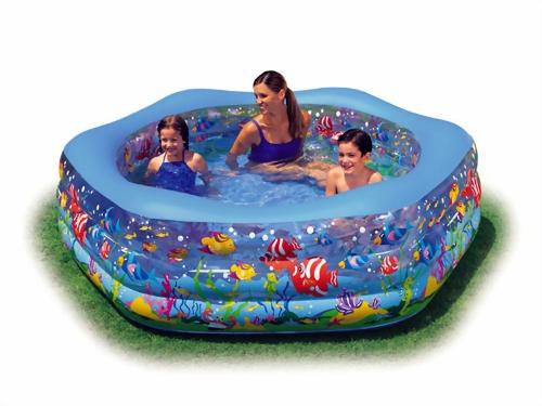 Конечно, любой ребенок обрадуется бассейну на дачном участке.