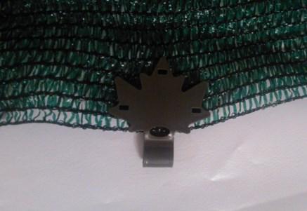 Рис 4 Клипса закрепленная на сетке