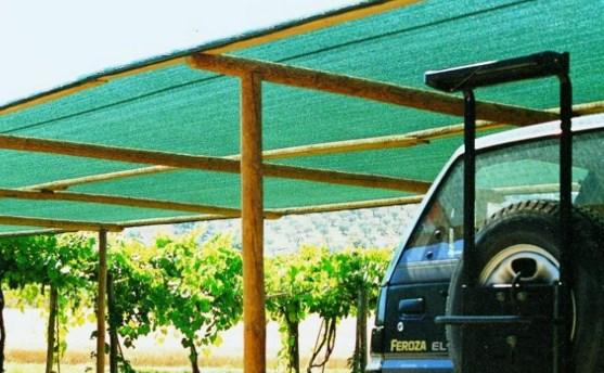 Сооружают навес также для зоны отдыха, или укрытия автомобиля.