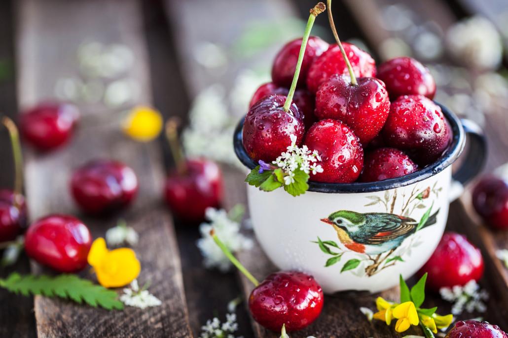 Лучше всего фрукты и ягоды сделать перекусом